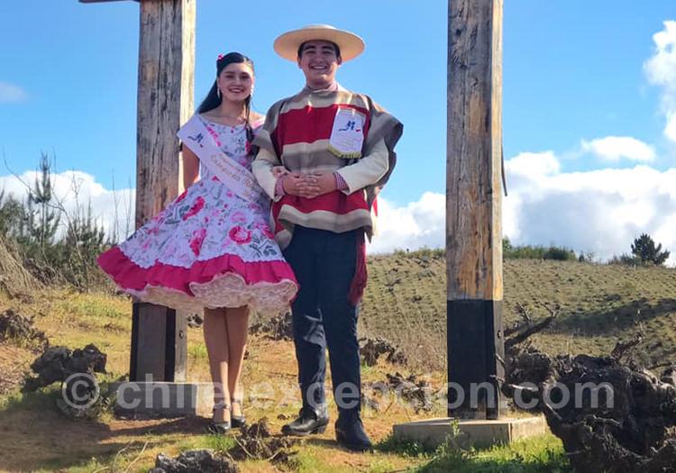 Valle Del Itata, couple de chilien en tenue traditionnelle