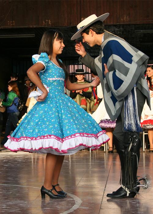 La cueca, danse traditionnelle du Chili