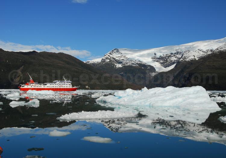 Navigation dans les canaux de la Patagonie australe