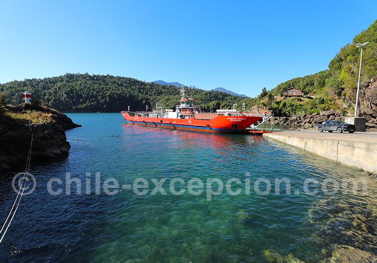 Traversée en ferry entre Caleta Puelche et Caleta Arena