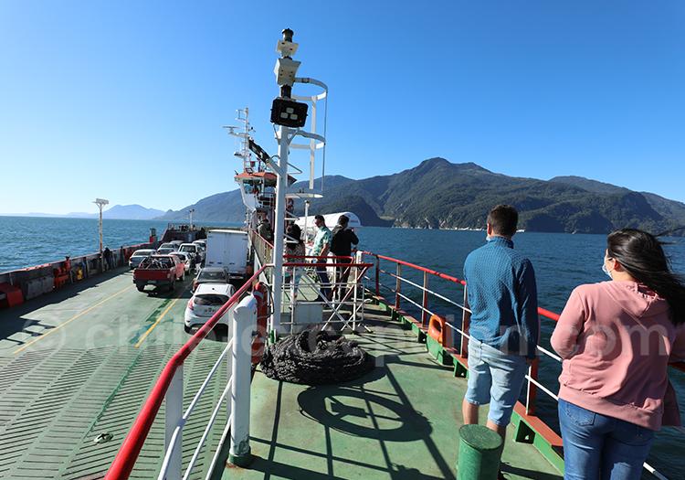 Traversée en ferry de l'estuaire de Reloncavi