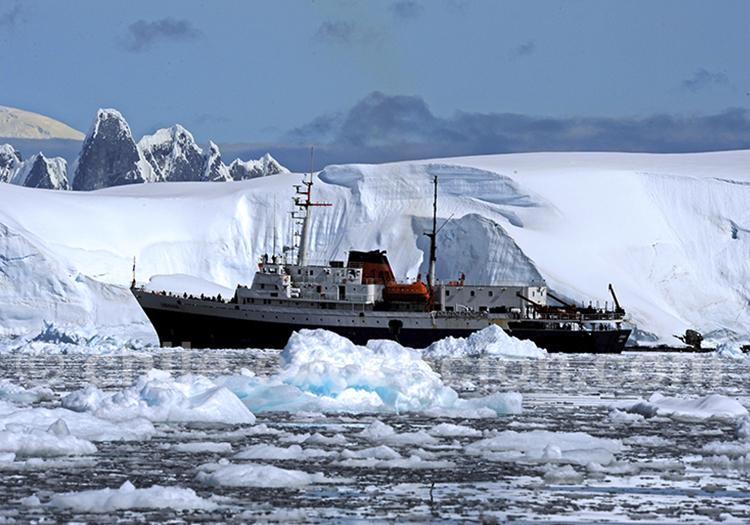Croisière le long de la péninsule Antarctique