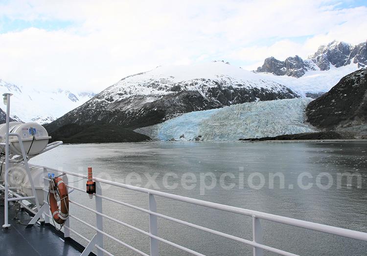 Navigation dans les fjords de Patagonie australe