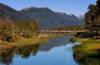 Ruisseau entre les lacs Villarino Falkner, route des 7 lacs