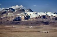 Le plateau Chajnantor à 5100 m d'altitude avec le télescope APEX – Crédit ESO H. Heyer