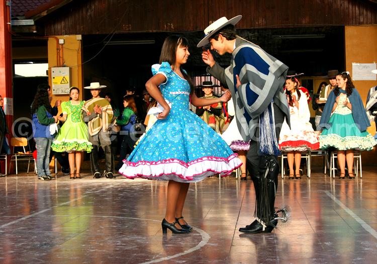 La cueca, la danse traditionnelle du Chili