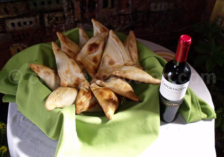 Empanadas et vin chiliens. Crédit Frankie Ferrer