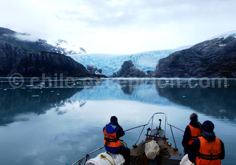 Navigation au pied du glacier Santa Inés