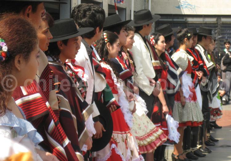 Danseurs en habits traditionnels - crédit Flickr/Benjamín Mejías Valencia
