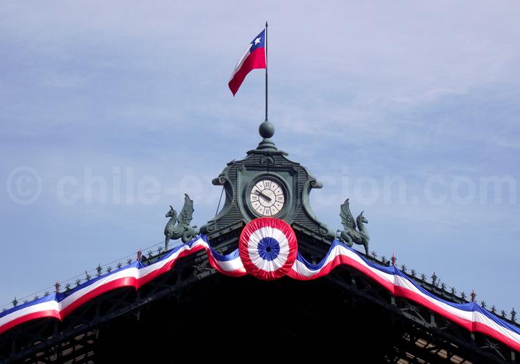 Horloge décorée de la gare centrale de Santiago - crédit Flickr/fabdango