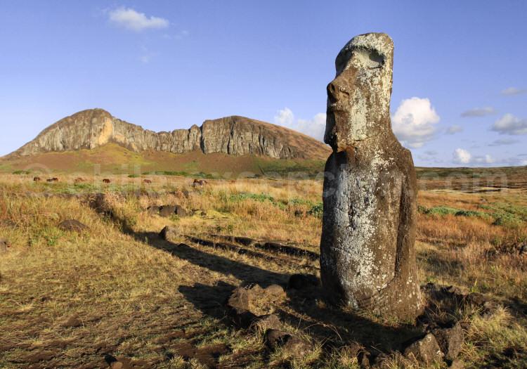 Moaï proche de Ahu Tongariki et volcan Rano Raraku, la carrière des Moaïs