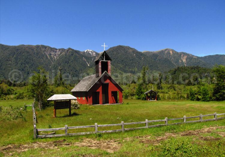 Chapelle entre les lacs Puyehue et Ranco
