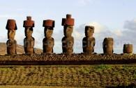 Moais Ahu Nau Nau, île de Pâques, Chili