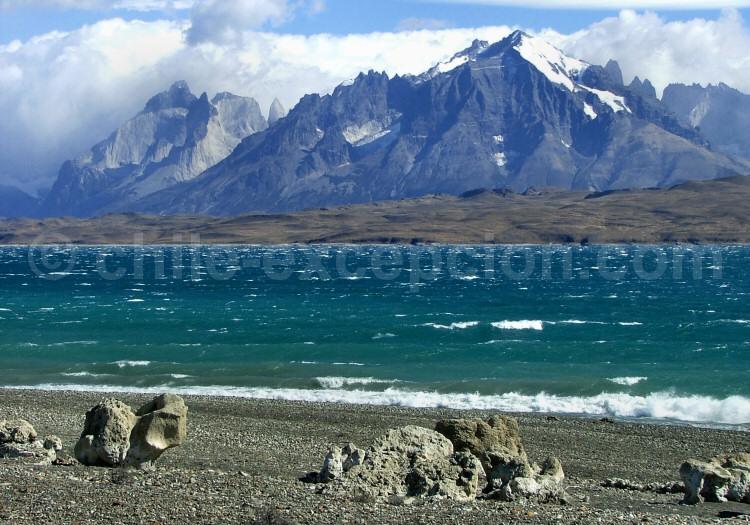 Massif du Torres del Paine depuis la Laguna Amarga