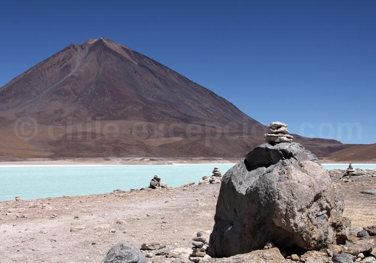 Laguna Verde au pied du volcan Licancabur