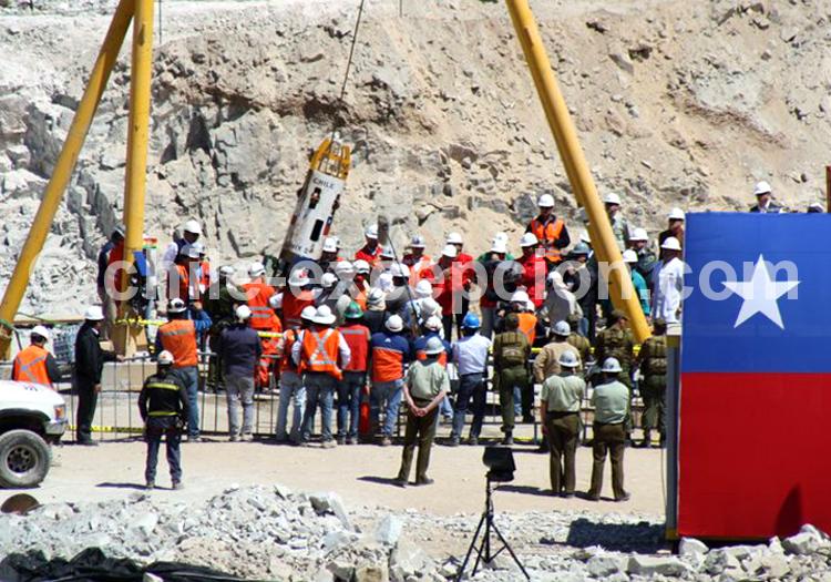 Extration de la nacelle, mine San Jose, 13/10/2010