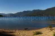 Lac Panguipulli, en allant vers Puerto Fuy, volcan Mocho-Choshuenco
