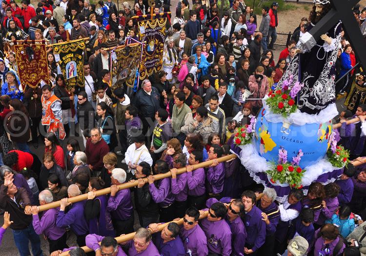 Procession religieuse à la fête de la Tirana