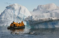 Excursion en Zodiac en Antarctique. ©Keith Gunnar