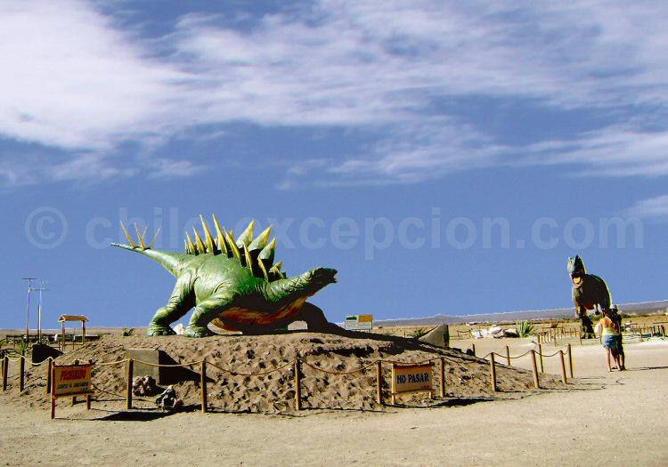 Réplique d'un Estegosaure, Chacarilla, près de Pica ©Catherine