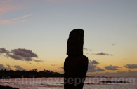 Moai au soleil couchant