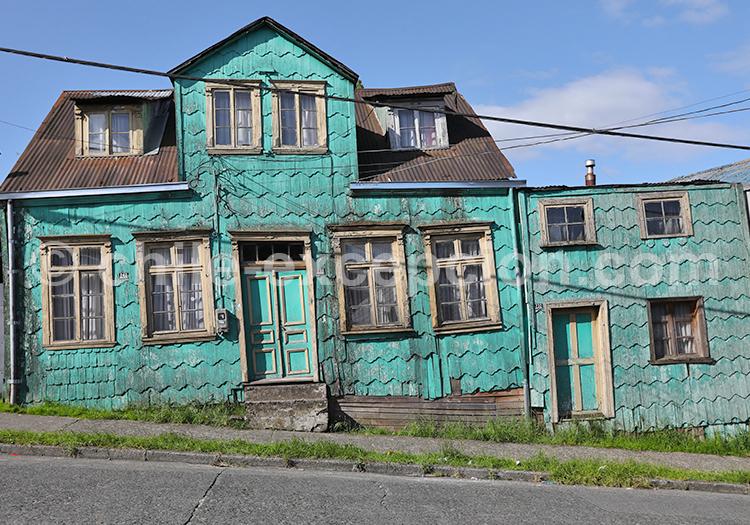 Maison colorée en bois en tuile d'alerce