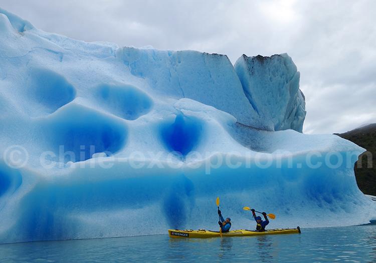 Kayak dans les eaux claciaires