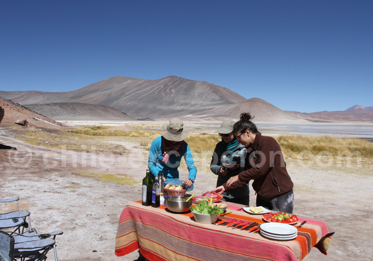 Déjeuner dans le salar d'Atacama