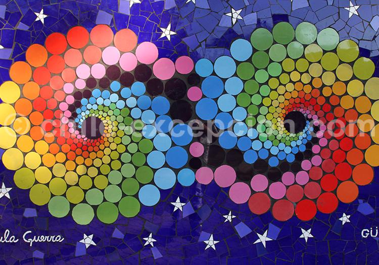 Mosaïque murale par Paula Guerra, au Chili