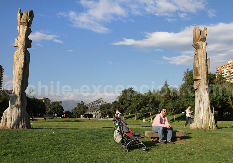 Vue sur les Andes depuis le Parc Araucano, Santiago de Chile