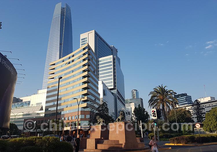 Immeubles du quartier de Providencia à Santiago avec l'agence de voyage Chile Excepción