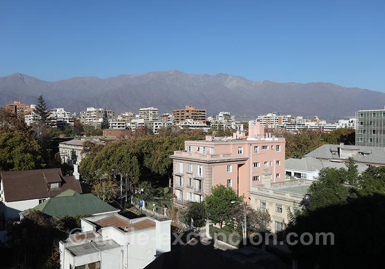 Vue panoramique sur le quartier de Providencia, Santiago avec l'agence de voyage Chile Excepción