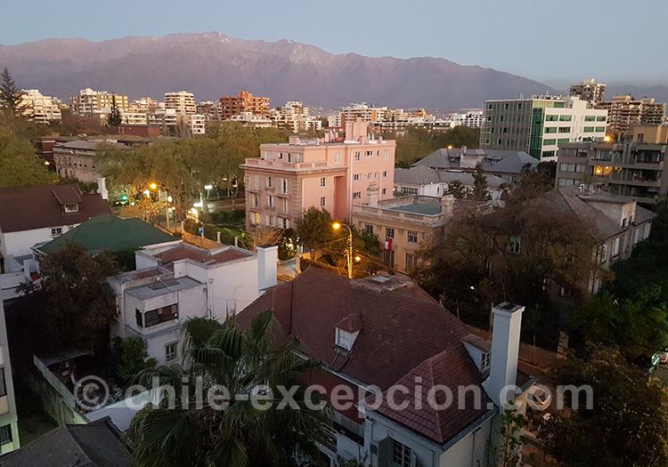 Vue sur les montagnes depuis le quartier de Providencia, Santiago avec l'agence de voyage Chile Excepción