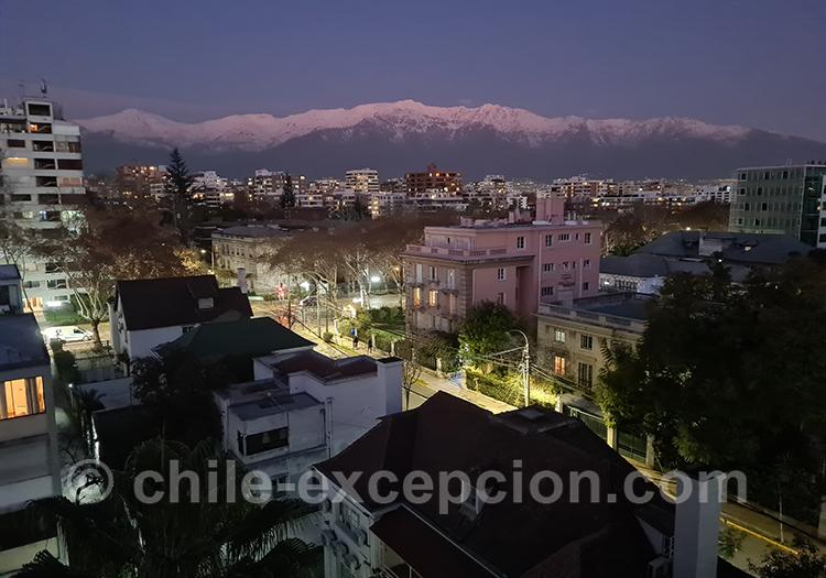 Tombée de la nuit sur le quartier Providencia, Santiago