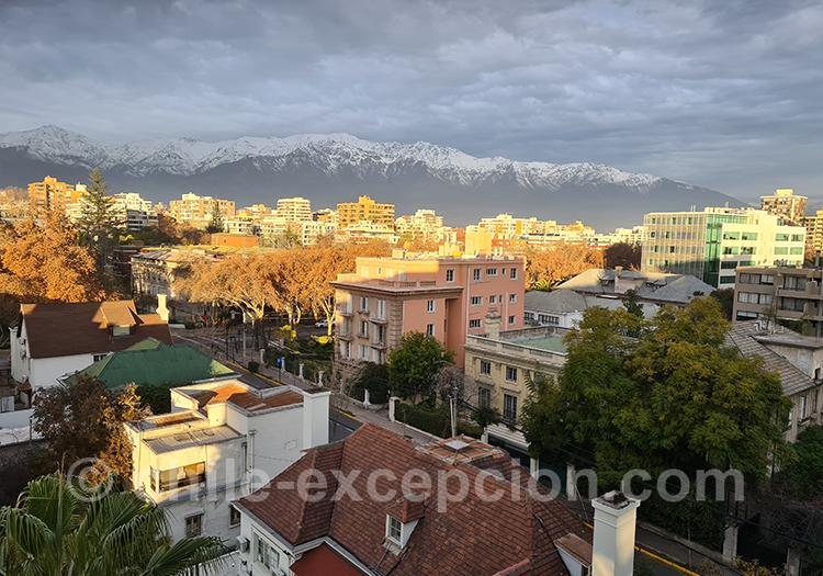 Dernier rayon de soleil sur le quartier de Providencia, Santiago