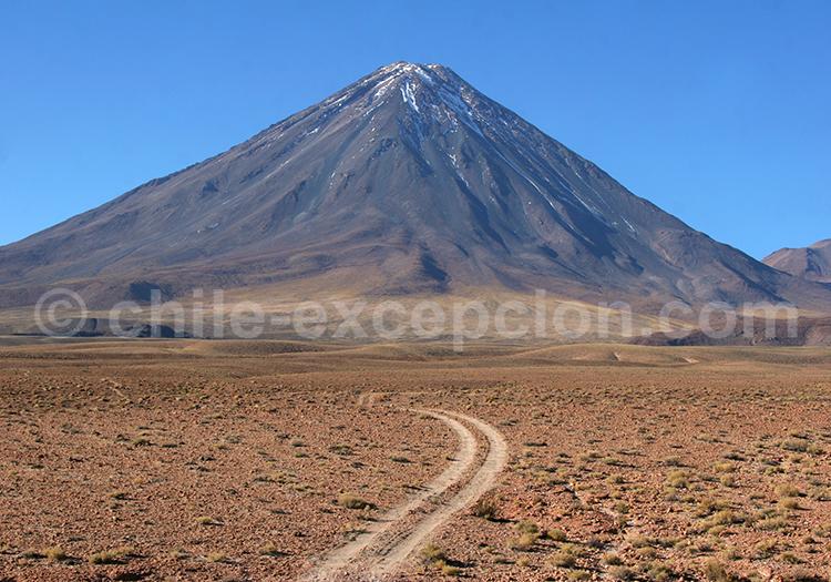 Volcan Licancabur, strato volcan