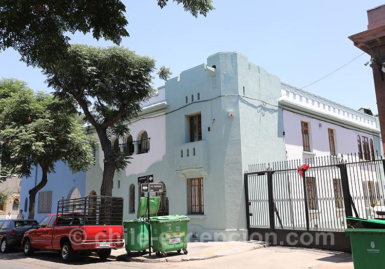 Mur bleu pastel dans le quartier de Yungay, Santiago Chili