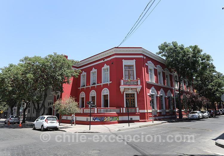 Jolie maison rouge du quartier de Yungay, Santiago