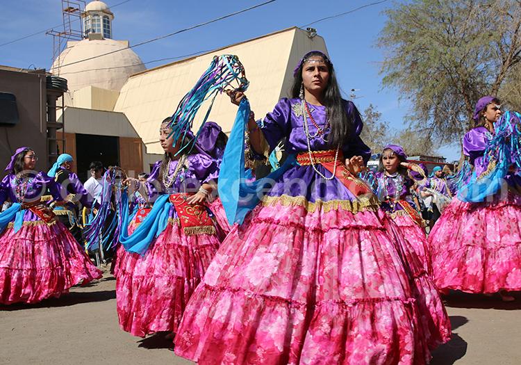 Les costumes colorés de la Fiesta de la Tirana