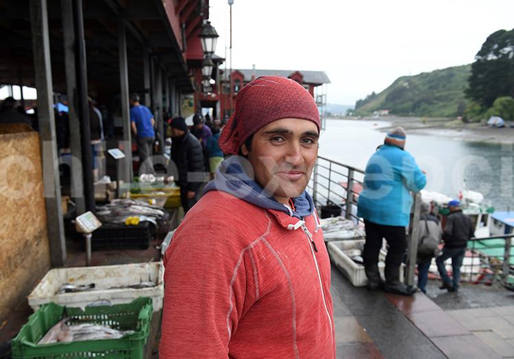 Le marché d'Angelmo, port de pèche de Puerto Montt, trait d'union entre l'Araucanie (région des lacs) et la Patagonie, chanté et vanté par le poète Pablo Neruda, réputé pour ses fruits de mer et sa marée. Ville entièrement détruite par le séisme et le tsunami de 1960.