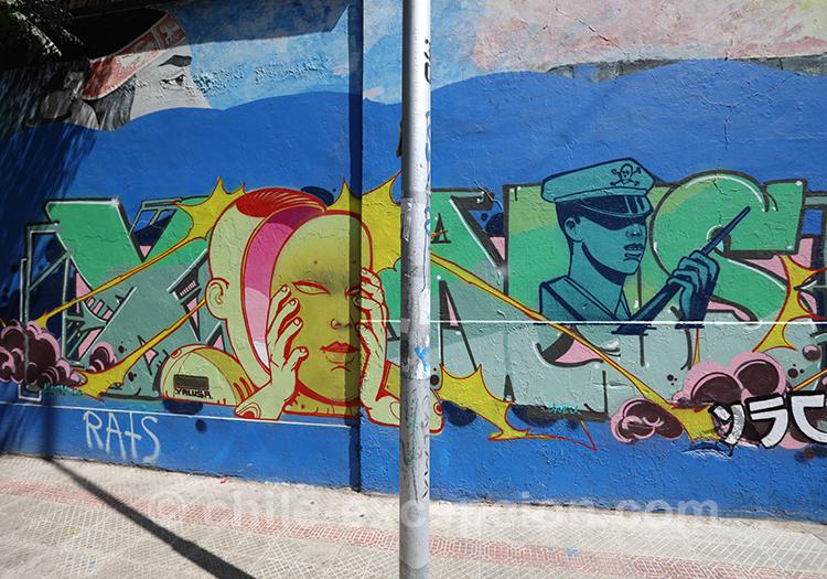 Street art en plein quartier Brasil de Santiago de Chile