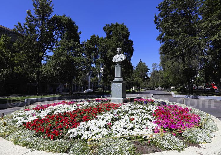 Statue de José Miguel Infante, Av Alameda