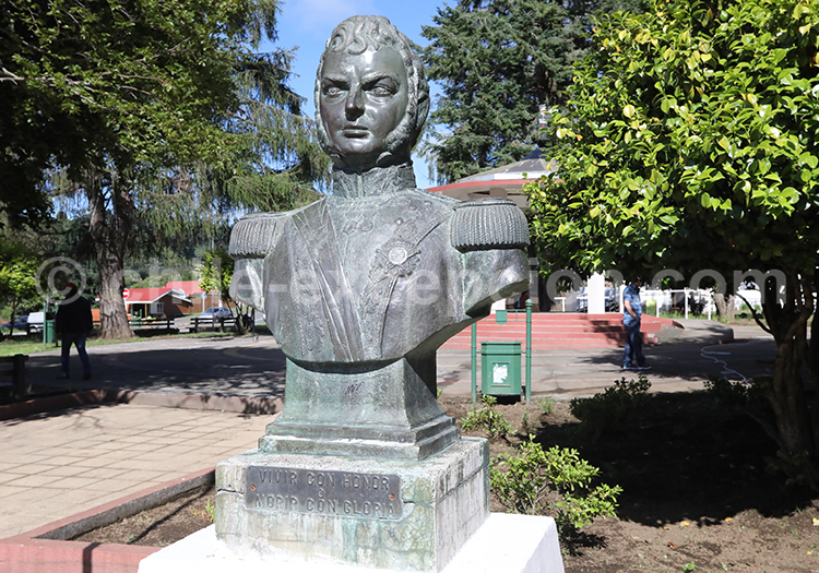 Statue de Bernargo O'higgins Riquelme, Puerto Octay