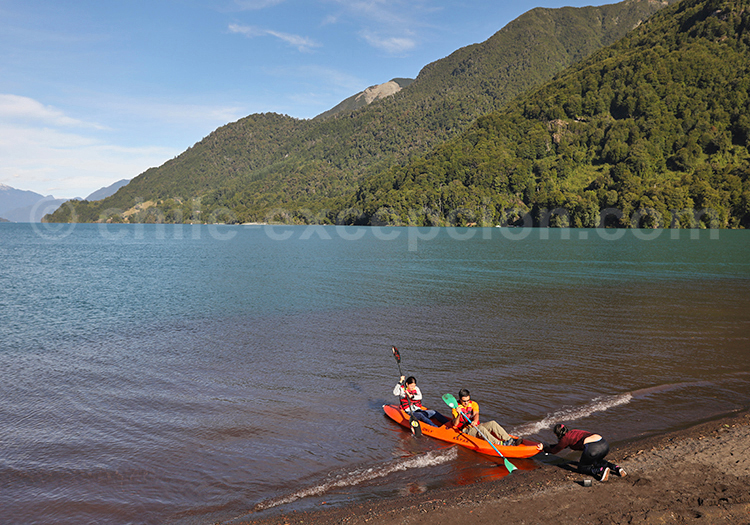 Kayak sur le lac Petrohué, Chili