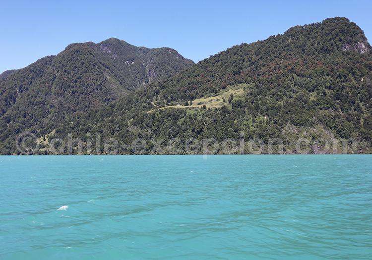 Eau turquoise de la Patagonie des lacs