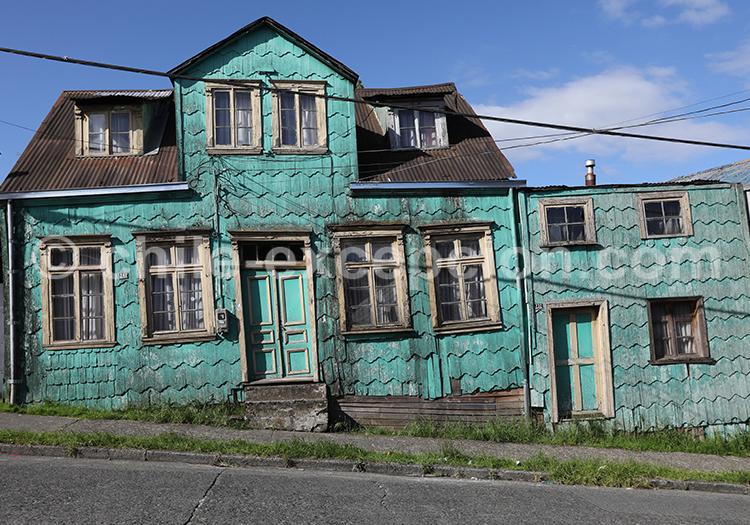 Maison colorée de la Patagonie des lacs