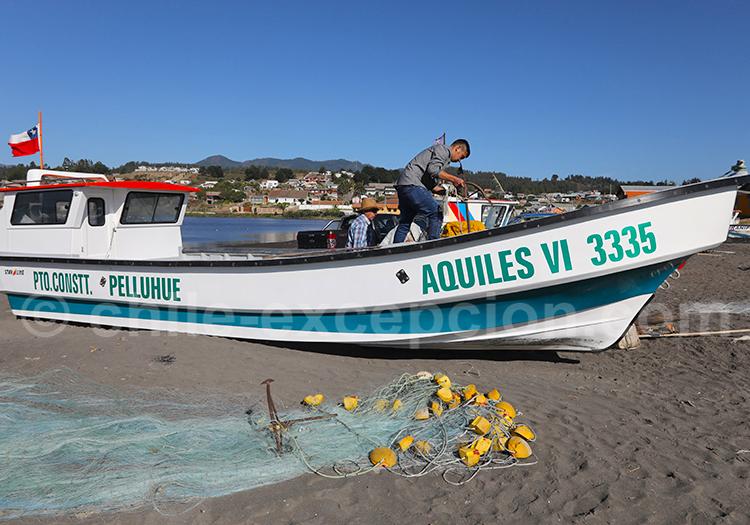 Préparation des bateaux de pêche,Curanipe, Chili