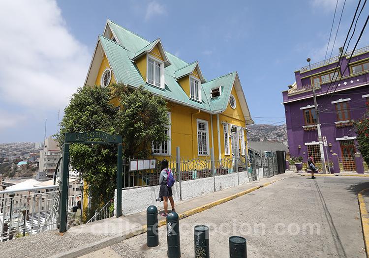 Maison jaune du Cerro Concepción, Valparaiso avec l'agence de voyage Chile Excepicón