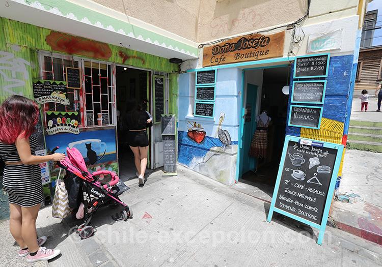 Petit commerce du Cerro Concepción à Valparaiso, Chili