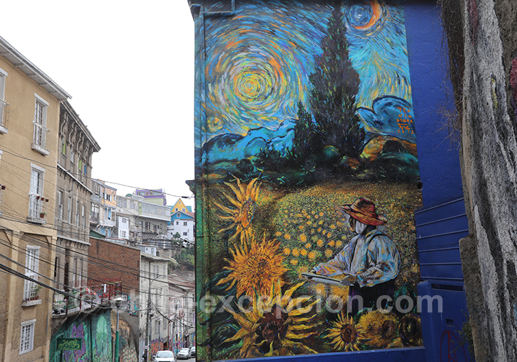 Peinture murale fleurie au Cerro Concepción, Valparaiso, Chili